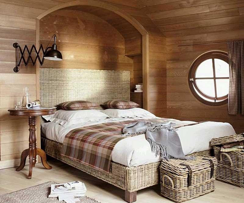 Короба для белья в спальне