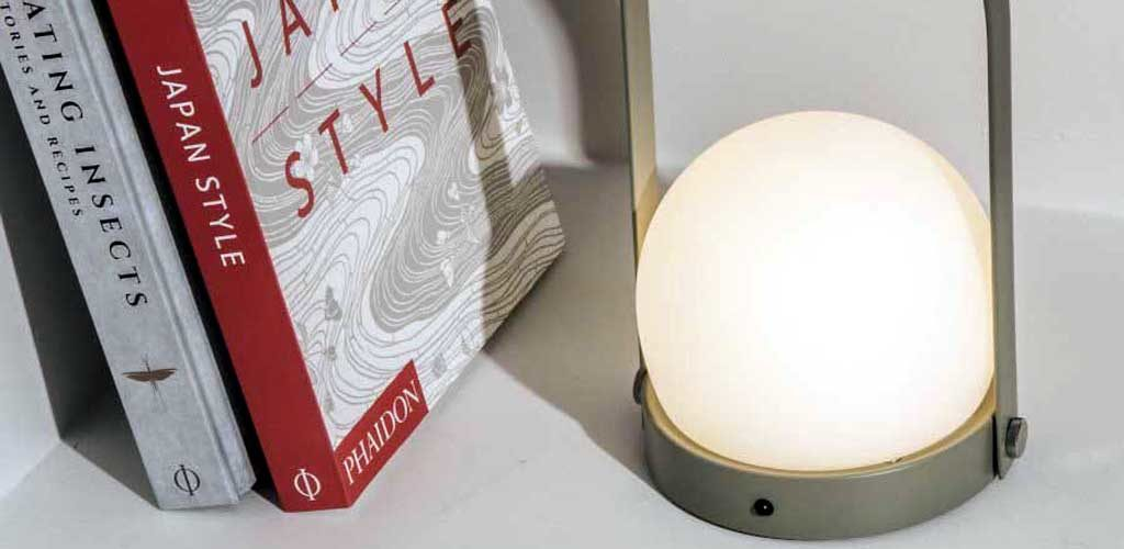 Переносной светильник в скандинавском стиле