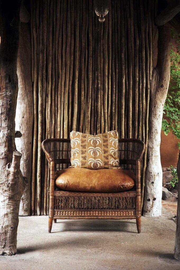 плетеное кресло в африканском стиле