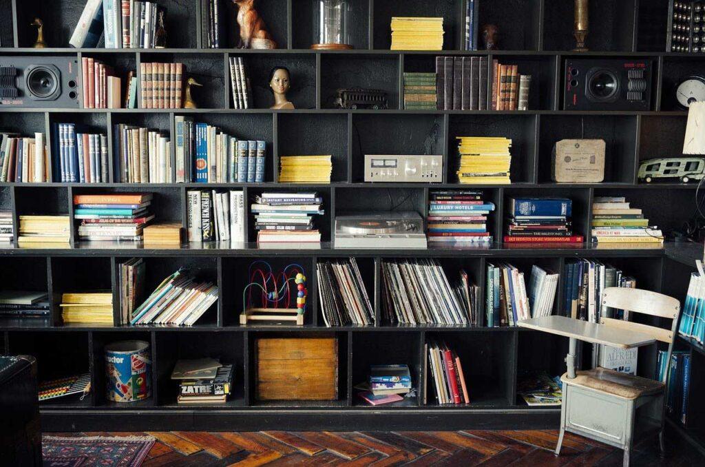 библиотека в черном цвете